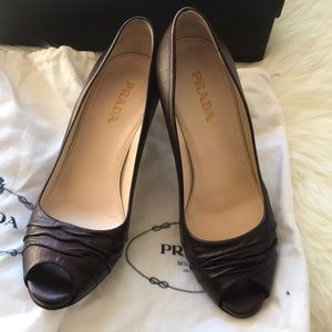 "Prada pumps. "" Vitello  Mordore Ribes"""